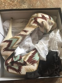 Sz 9 multi colored heels
