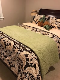 Tommy Bahama Queen Bedding  57 km