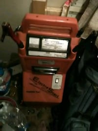 Jumper box withair compressor. Rechargable on whee Lynnwood, 98036