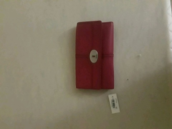 Fossil wallet in fushia