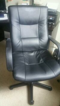 black leather office rolling armchair Land O' Lakes, 34638