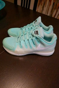 pair of white-and-teal Nike running shoes size 9.5 Kissimmee, 34741