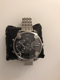 round black chronograph watch with link bracelet 3750 km