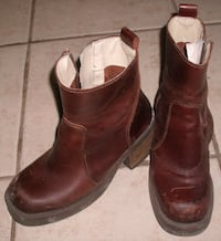 Size 9 (Size 40 EUR) Mustang Brown Leather Short Boots ($10) Mississauga