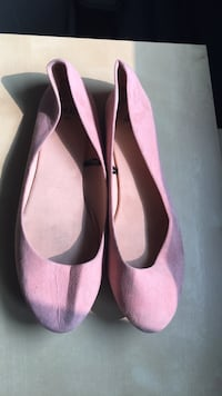 pair of pink suede pointed-toe flats Oakville, L6M 2A1