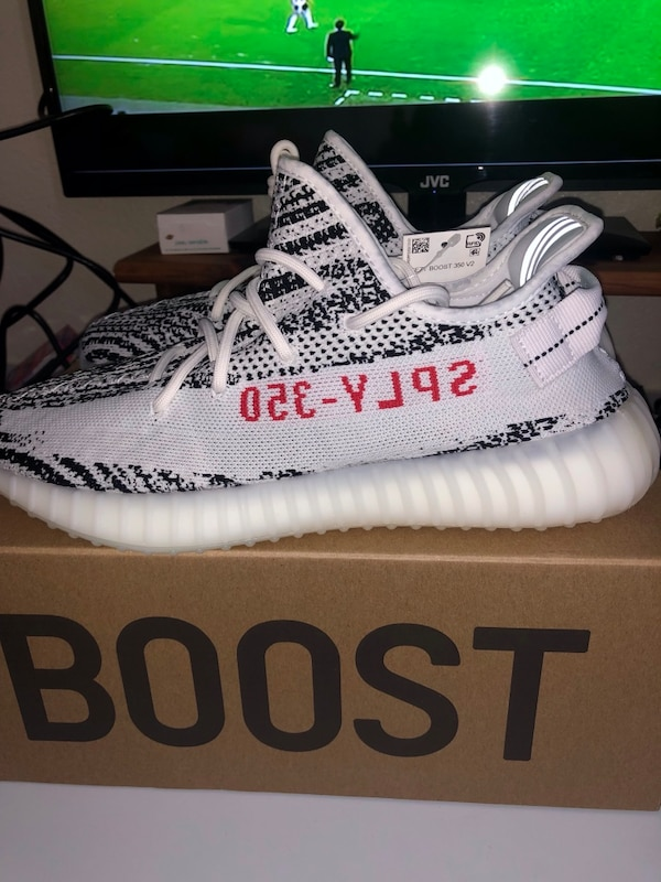 9337c078b Used white adidas yeezy boost 350 v2 on box never used for sale in San Jose  - letgo