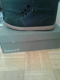 unpaired black and brown Timberland high-top sneaker with box Ontario, M1J 3C3