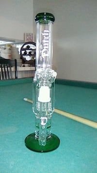 clear glass water bong