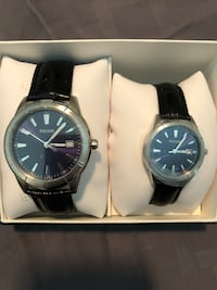 Two round silver analog watches with black leather straps Davie, 33314