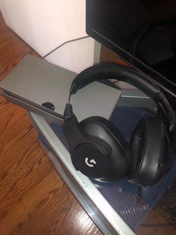 Logitech G PRO Gaming headset (BASICALLY BRAND NEW)
