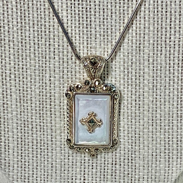 Antique Sterling Silver Mother of Pearl Pendant & Sterling Rope Chain a0b5495f-365f-4ac9-85c0-2bba7fbe4ee9