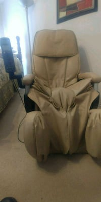 Massage Chair. Excellent Condition