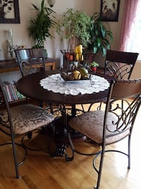 Dining table with four chairs Vaudreuil-Dorion, J7V 0B8
