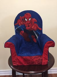 Plush chair Windsor, N9G 2X8