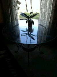 Round glass table Pittsburg, 94565