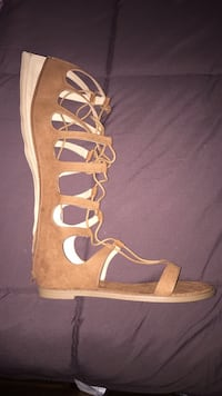 Brand NEW Women's 9 -brown leather open toe ankle strap Gladiator sandals.  Citrus Heights, 95621