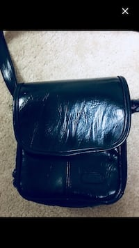 Leather unisex travel bag  Whitby, L1N 6M9