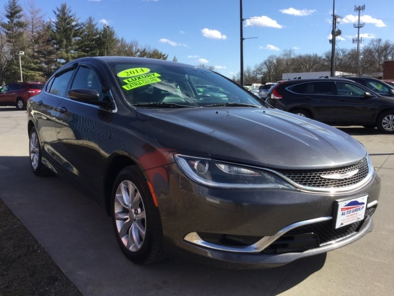 *LOW MILES* *NEW ARRIVAL* 2015 Chrysler 200c -- Ask About Our GUARANTEED CREDIT APPROVAL 5efe9895-2847-44da-8859-48bd6506e15f
