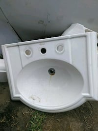 white ceramic sink with stainless steel faucet Pico Rivera, 90660