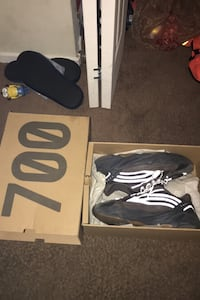 Yeezy boost 700 size 11 Temple Hills, 20748