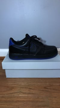 A pair of black nike air force 1 low shoe with box Hoover, 35226