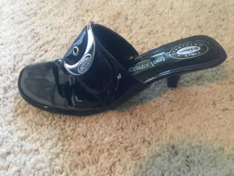 Size 9.5 black Dr Scholl's sandals-brand new! 838fbffd-aab4-4664-aaad-b7738366fa61