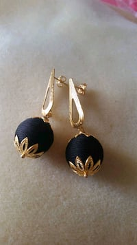 pair of silver-and-gold earrings Hollywood, 33020