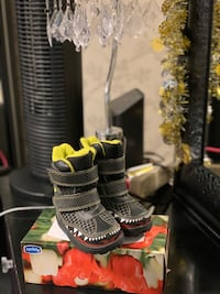 New Toddler winter boots Size 5 Toronto, M6H 4K2