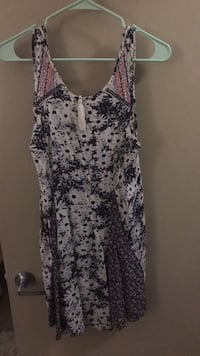 fun sun dress. size small. flowy. good swimsuit cover up. from a boutique.  Austin, 78723