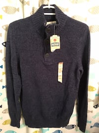 Men's sweater size small  new runs big 262 mi