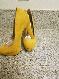 pair of yellow suede heeled shoes Escondido, 92026