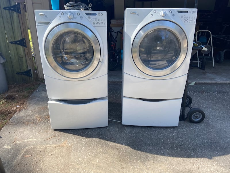 Whirlpool Duet washer and dryer 3b1065e8-c2bc-4420-9bd1-a1796d434f9e