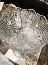 Footed  crystal glass bowl, home decor, home accent Monterey Park, 91754