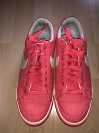 Nike women's casual sneakers size 7.5  Markham, L3P 7A5