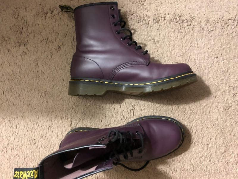 Mens Doc Martens size 10 in plum b86b58d9-1554-46be-8d77-7870f2a94d11