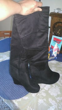 Size 7 knee-high suede boot