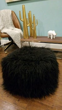 Mongolian like faux fur chair Los Angeles, 91604