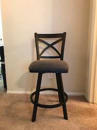 2 matching bar stools. West Des Moines, 50266