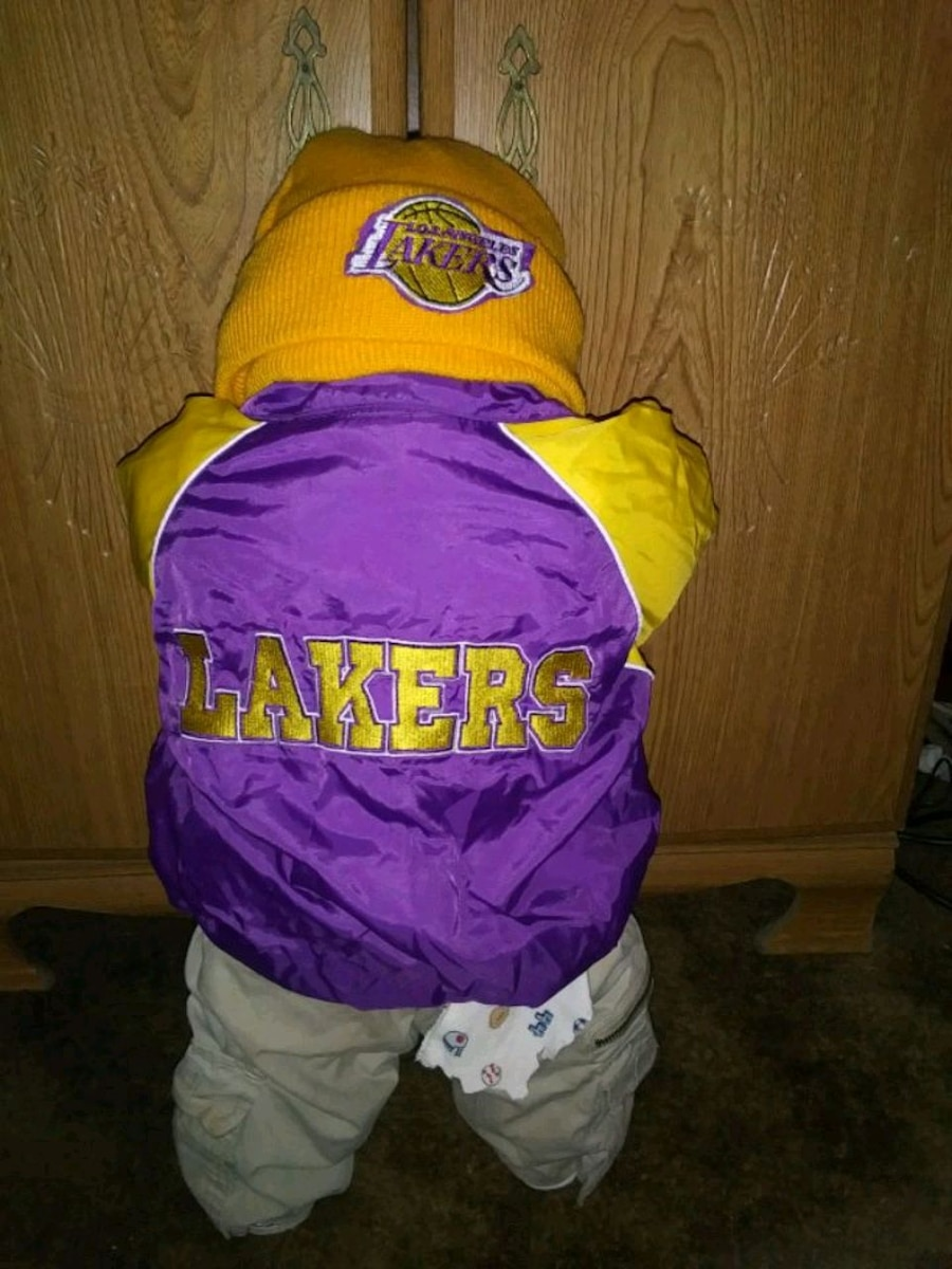 Photo Lakers time out doll