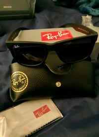 black Ray-Ban Justin sunglasses with black leather pouch 3750 km