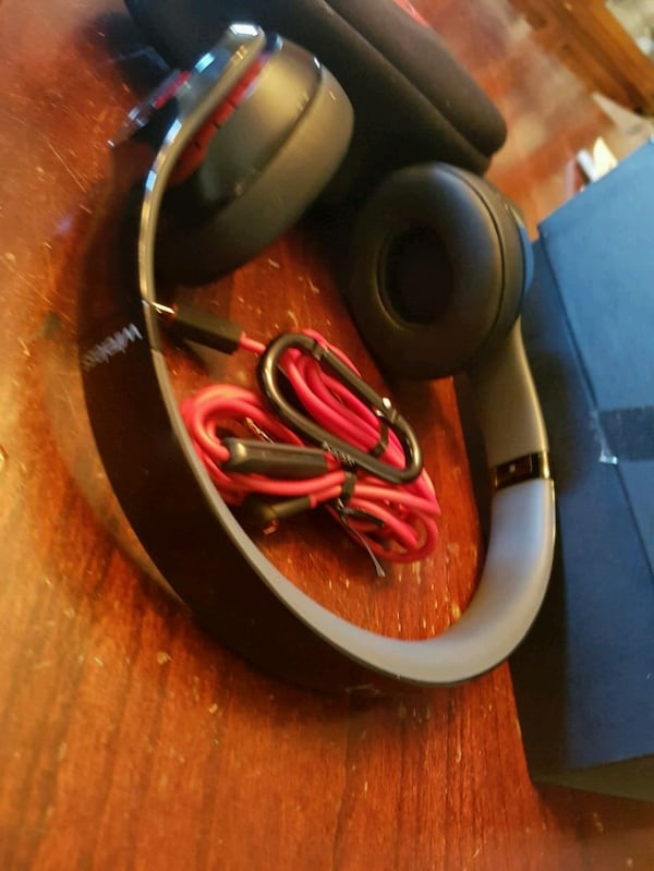 Beats solo 2 wireless  c6a9cf77-95c8-45b8-ba23-9e0cfe390ef4