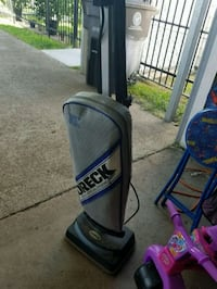 Oreck upright vacuum with 12 free bags  Houston, 77076