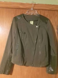 Ladies Zippered Leather Jacket  Chicago, 60652