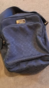Authentic coach camera bag like new condition Whitby, L1R 0M8