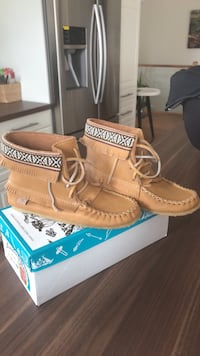 pair of brown leather boat shoes with box Smith-Ennismore-Lakefield, K0L