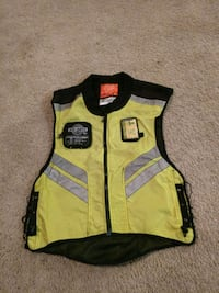 yellow and black zip-up vest Pooler, 31322