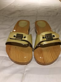 Authentic  Chanel Patent Leather Cream CC Buckle Wooden Slides - Brand New! Warwick, 02888