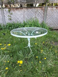round white metal framed glass top patio table Laval, H7N 1L5