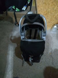 Safety first infant rear facing car seat Bradford West Gwillimbury, L3Z 2H7