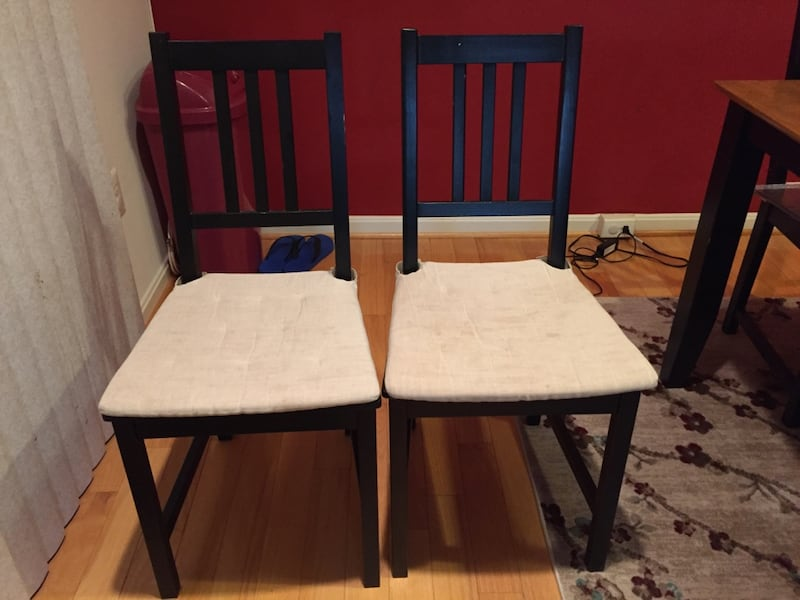 Dining  Table with Six Chairs and Cushions d40b930f-deca-4fa0-a8c6-fd91a41d8657